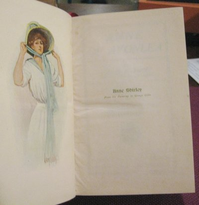 ANNE OF AVONLEA. With Frontispiece and Cover in Colour by George Gibbs. by MONTGOMERY, L.M.