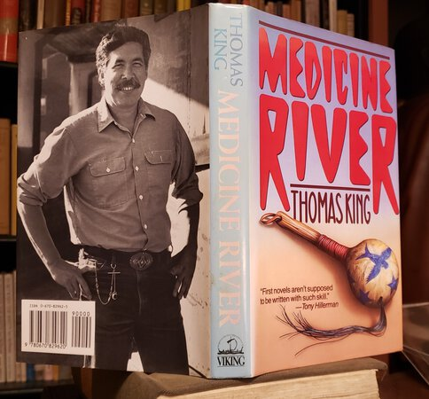 MEDICINE RIVER by KING, Thomas