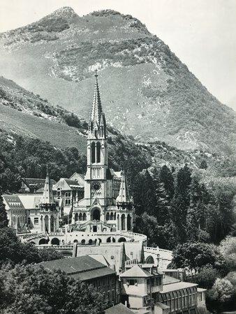 Commémoration du Centenaire des Apparitions de Lourdes. 1858. by Révérendissime Père Norbert Calmels (Dir.)