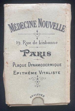MÉDECINE NOUVELLE PLAQUES DYNAMO-DERMIQUES by [ELECTRO-GALVANIC PENDANT.] [MORON, Edouard and Eugéne LEGRAS.]