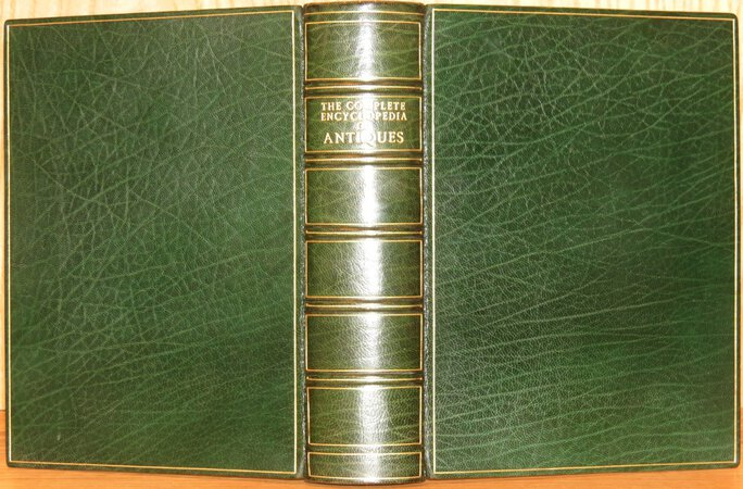 The Complete Encyclopedia of Antiques by RAMSEY, L.G.G.