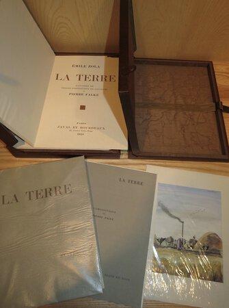 La Terre. Illustrée de trente compositions en couleurs de Pierre FALKÉ. by ZOLA, Émile. FARNETI, Carlo. FALKÉ, Pierre