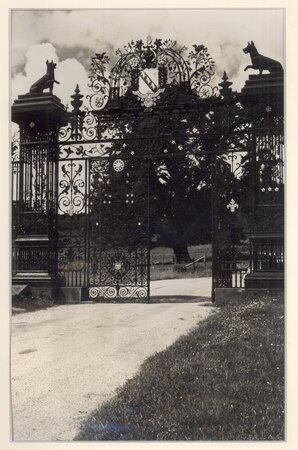 Original Photograph of Chirk Castle Gates by SMITH Edwin